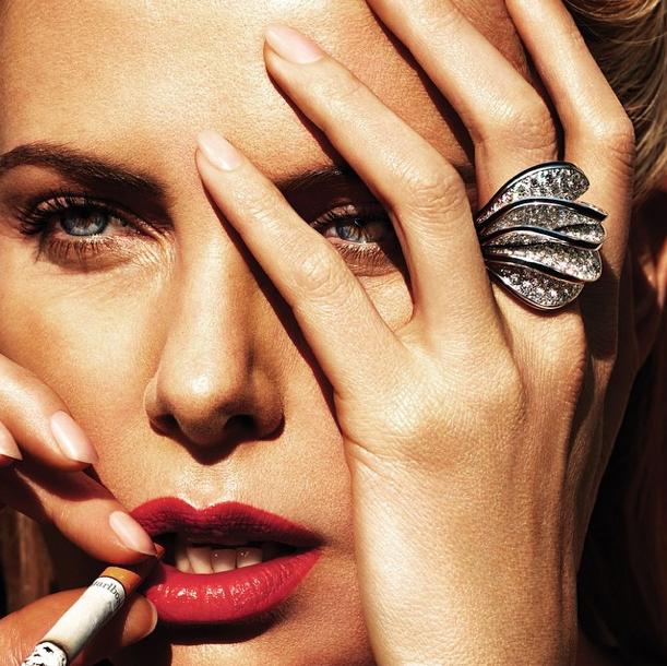 Charlize Theron : sexy dark girl pour W Magazine