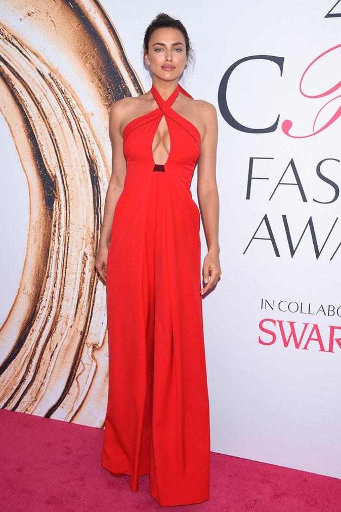 Irina Shayk lors de la cérémonie des CFDA Fashion Awards 2016