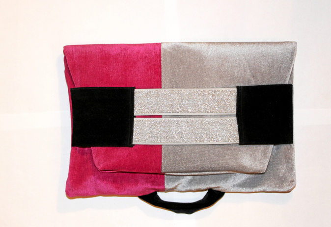 Pochette en velours, All about Renée. 60 €.