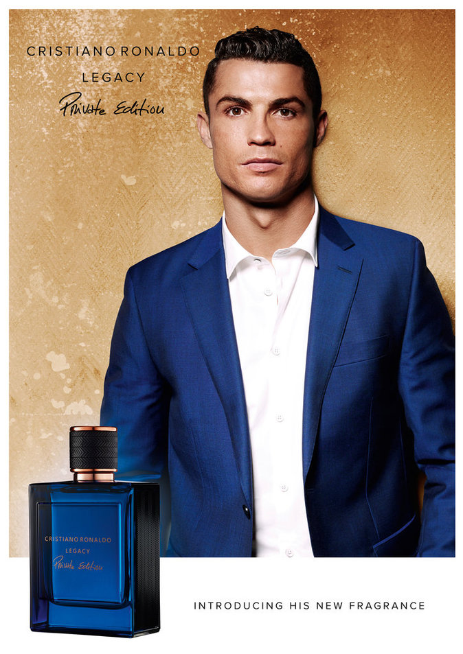 photos cristiano ronaldo d voile avec l gance son second parfum. Black Bedroom Furniture Sets. Home Design Ideas