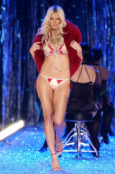 Heidi Klum porte Very Sexy Fantasy Bra à 11 millions de dollars