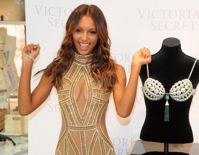 Jasmine Tookes portera le Bright Night Fantasy Bra à 3 millions de dollars