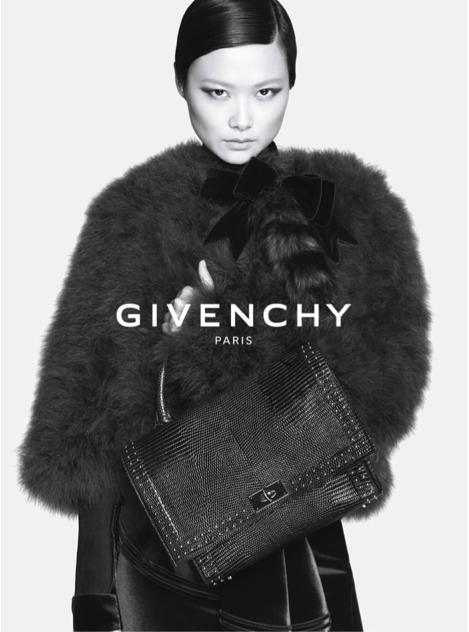La nouvelle collection Automne - Hiver 2015 de Givenchy, avec la chanteuse chinoise Li Yuchun