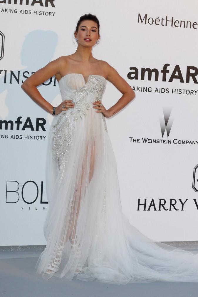 Hailey Baldwin en Gabriela Cadena, le jeudi 22 mai au gala AmfAR