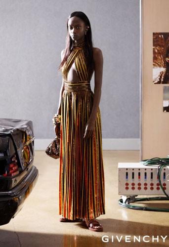 Maria Borges pour Givenchy.