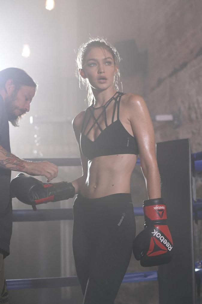 Photos : Gigi Hadid : boxeuse sexy et déterminée pour Reebok