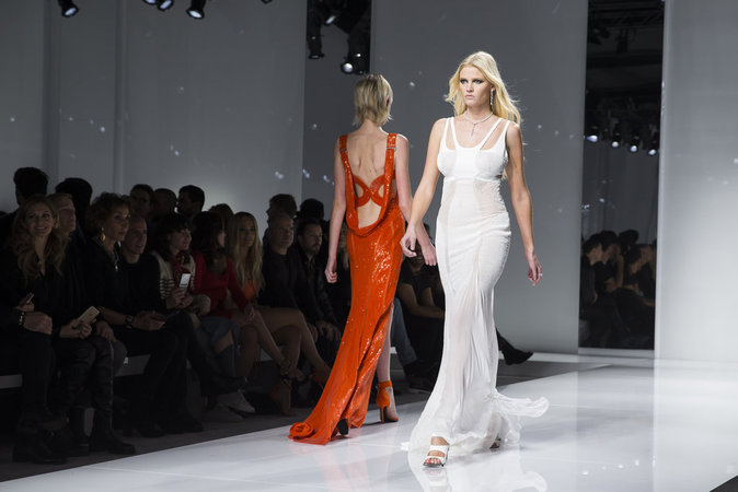 Lara Stone au défilé Atelier Versace
