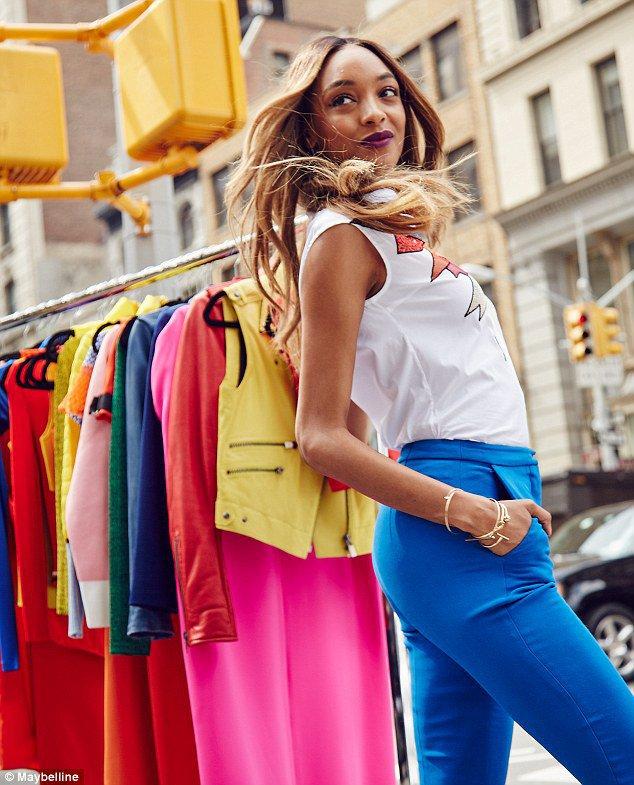Photos : Gigi Hadid : sexy et tendance pour la nouvelle campagne Maybelline
