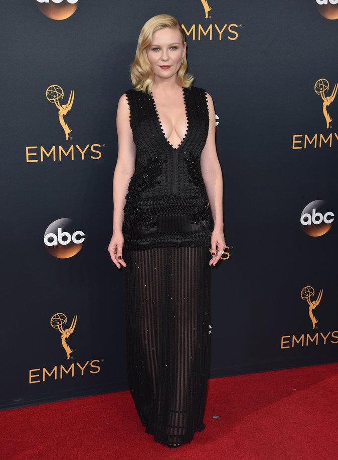 Kirsten Dunst (Fargo) en Givenchy
