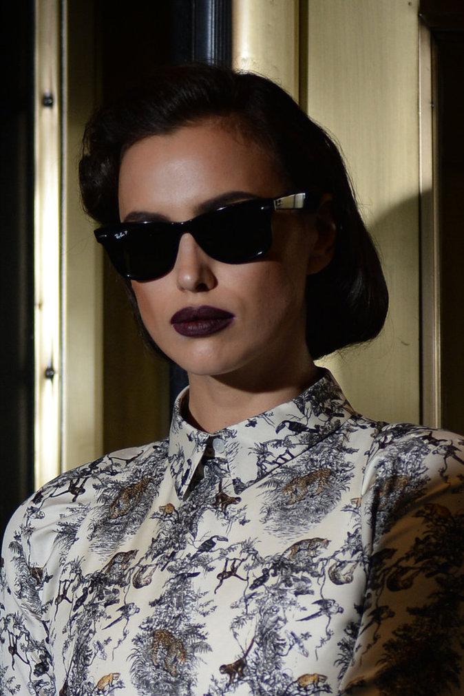 Irina Shayk : Lèvres flamboyantes, regard charbonneux ou teint nude, découvrez ses 15 plus beaux beauty looks !