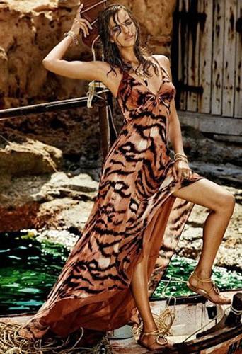 Irina Shayk égérie de la ligne Roberto Cavalli pour C&A Brazil.