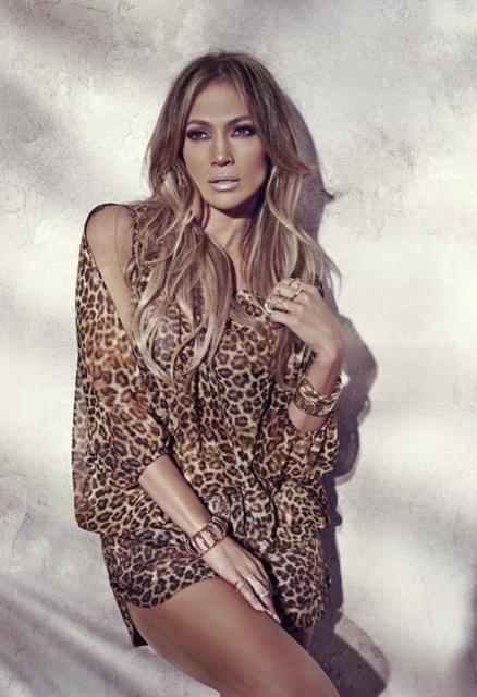 Jennifer Lopez présente sa nouvelle collection été 2015 chez Kohl