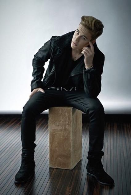 Justin Bieber pose pour la campagne Calvin Klein
