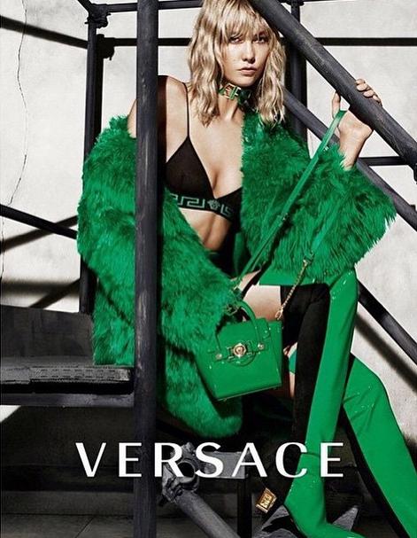 Karlie Kloss pour Versace