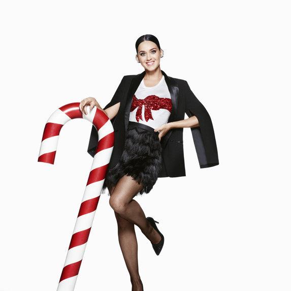 Katy Perry : sa campagne spéciale Noël pour H&M dévoilée !