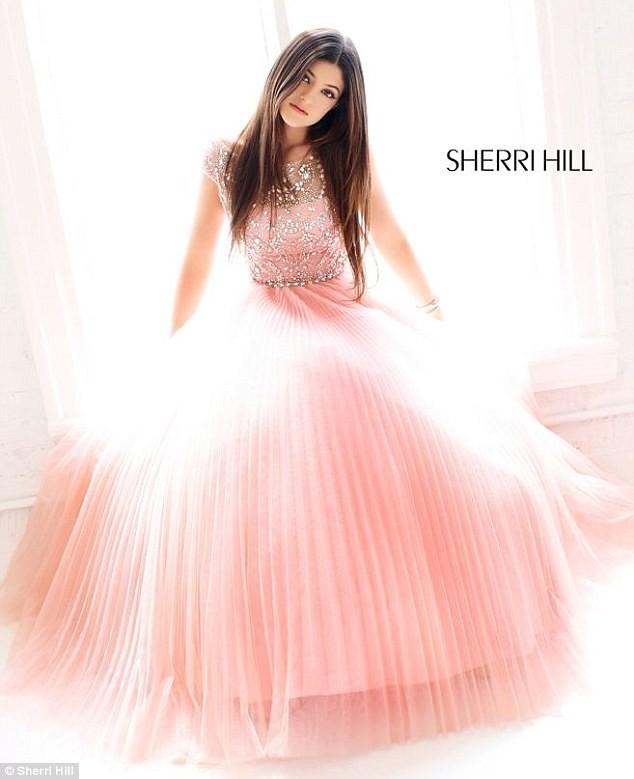 Kylie Jenner pour Sherri Hill.