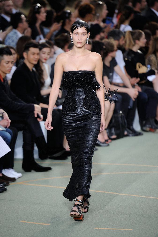 Bella Hadid lors du défilé Givenchy Homme - Automne 2016