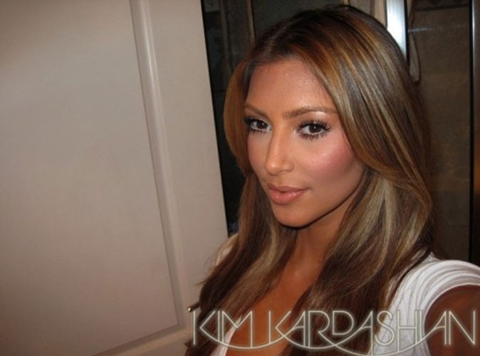 Photos : Kim Kardashian est nostalgique de ses cheveux blonds... bientôt de retour ?