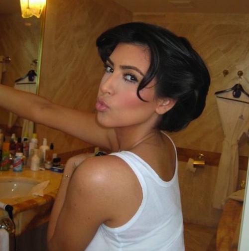 Elle confie que malgré ses cheveux longs, elle avait envie d'une coupe courte. La solution : l'illusion