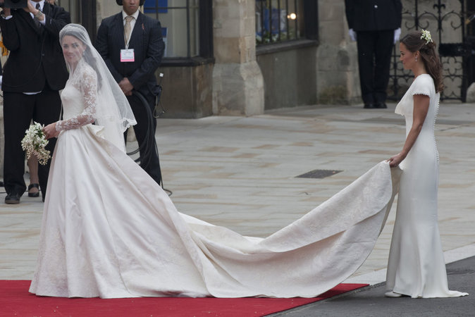 Photos : La robe du mariage de Kate Middleton au coeur dun scandale !