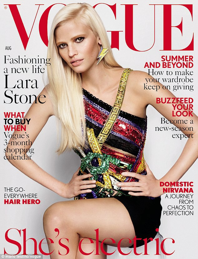 Lara Stone pour Vogue UK
