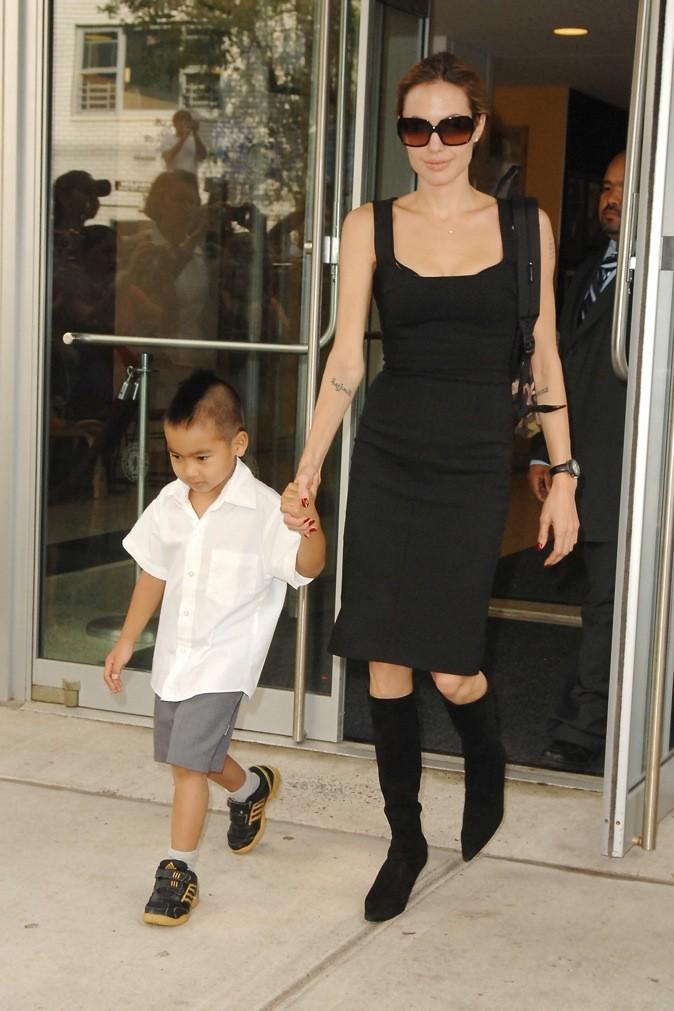 Angelina Jolie, élégante pour aller chercher ses enfants à l'école !