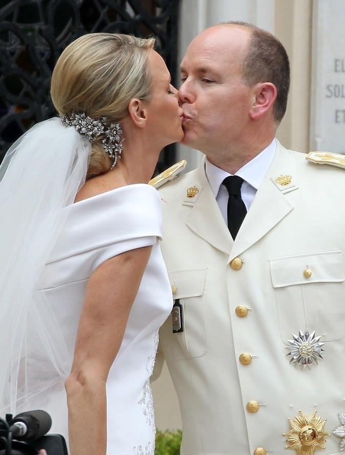Pour leur mariage, une petite cravate noire fera l'affaire !