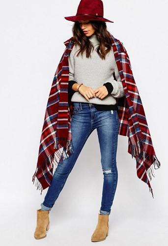 Longue cape à capuche, à carreaux, 39,99€