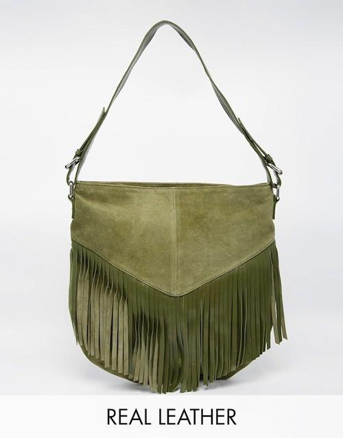 Sac porté épaule, en daim avec franges, 52,99€