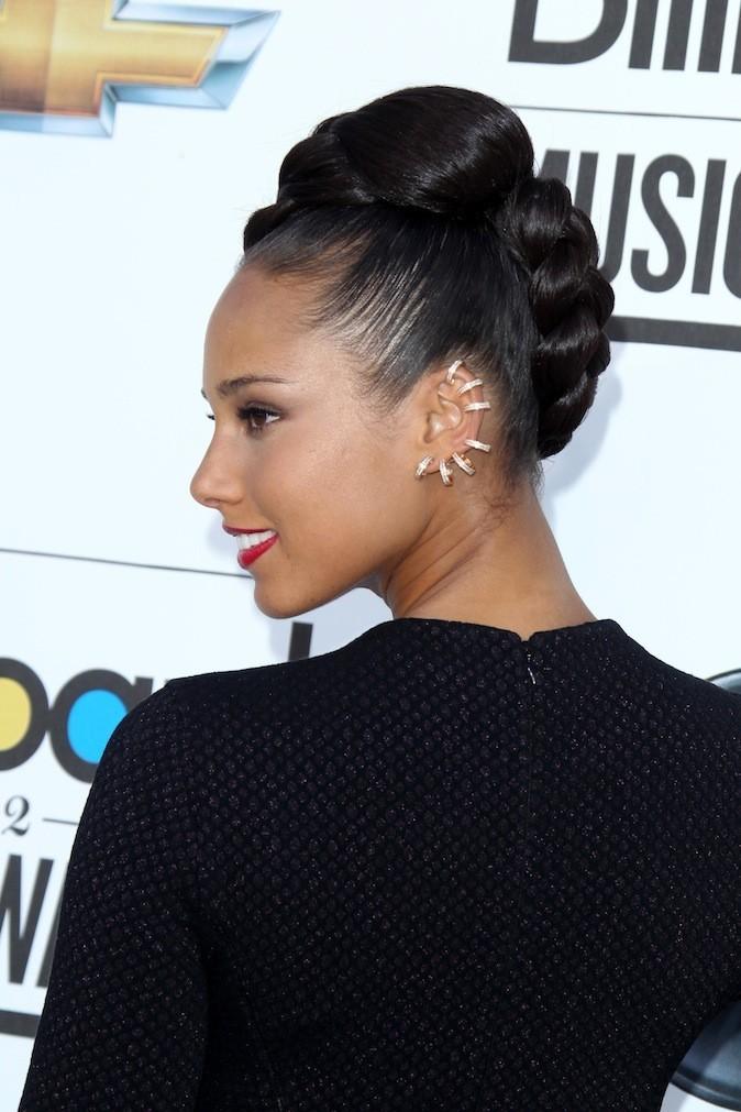 Alicia Keys et ses piercings à l'oreille