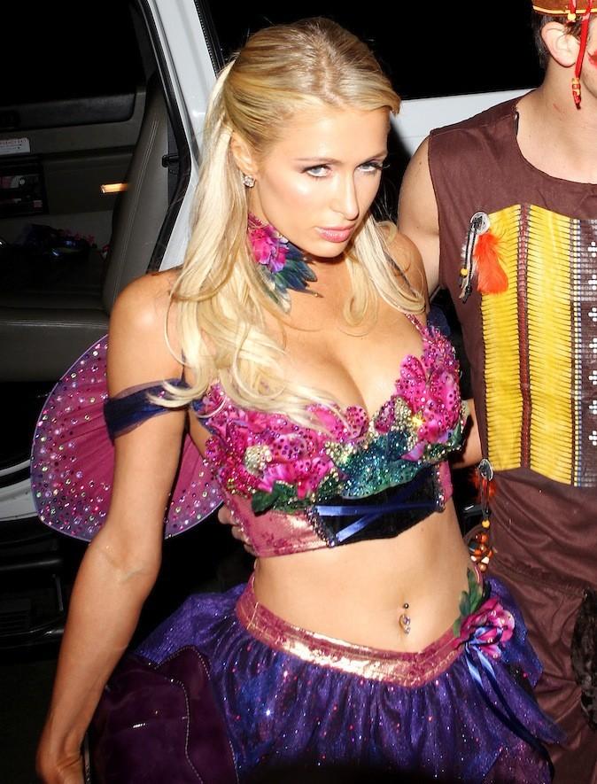 Paris Hilton et son piercing au nombril