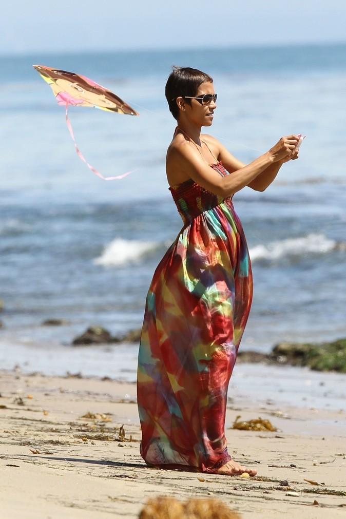 Halle Berry opte pour la robe bustier !