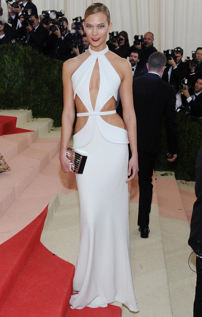 Karlie Kloss sur le red carpet du Met Gala 2016