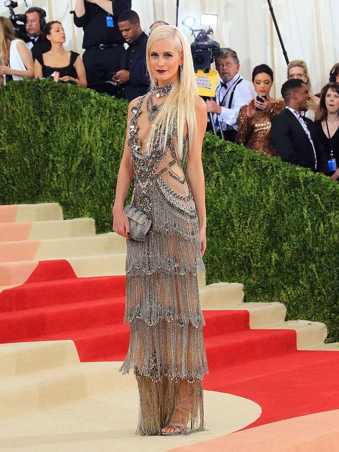 Poppy Delevingne sur le red carpet du Met Gala 2016