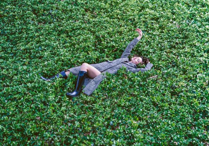 Photos : Miranda Kerr : poétique, elle prend la pose pour Marella