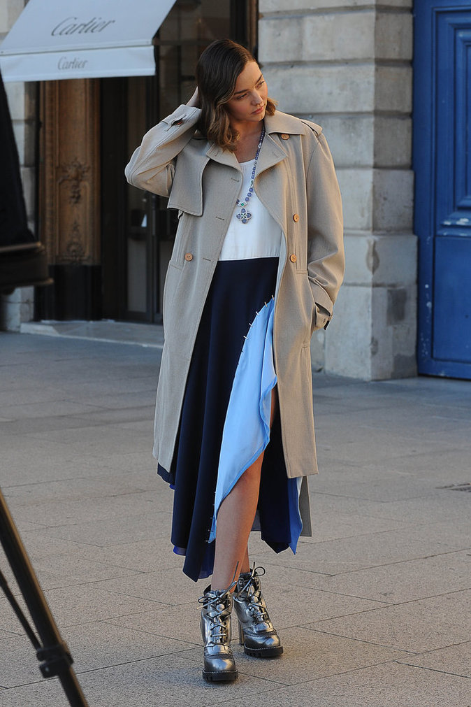 Photos : Miranda Kerr s'offre un shooting pour Vuitton, sur la plus luxueuse place de Paris !