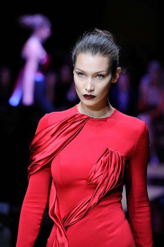 Bella Hadid lors du défilé Haute Couture Atelier Versace le 3 juillet 2016