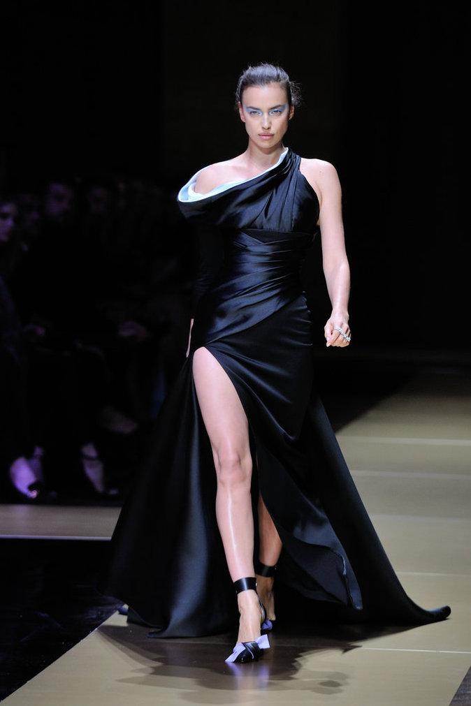 Irina Shayk lors du défilé Haute Couture Atelier Versace le 3 juillet 2016