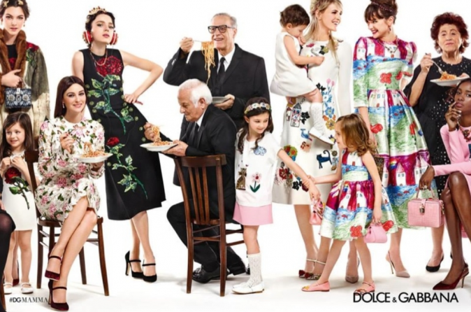 Monica Bellucci et sa troupe pour la campagne automne/hiver 2015 de chez Dolce & Gabbana