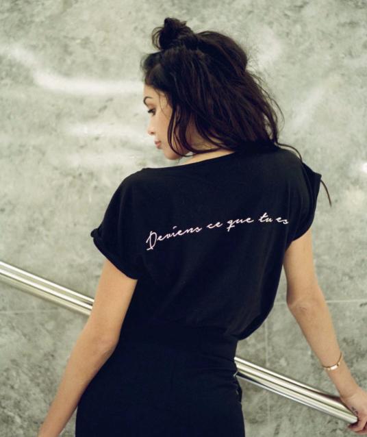 """Nabilla Benattia pour Yayou Paris : T-Shirt """"Deviens ce que tu es""""  - 56€"""