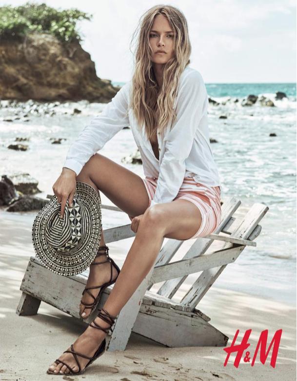 Natasha Poly : estivale et sensuelle pour la nouvelle campagne H&M !