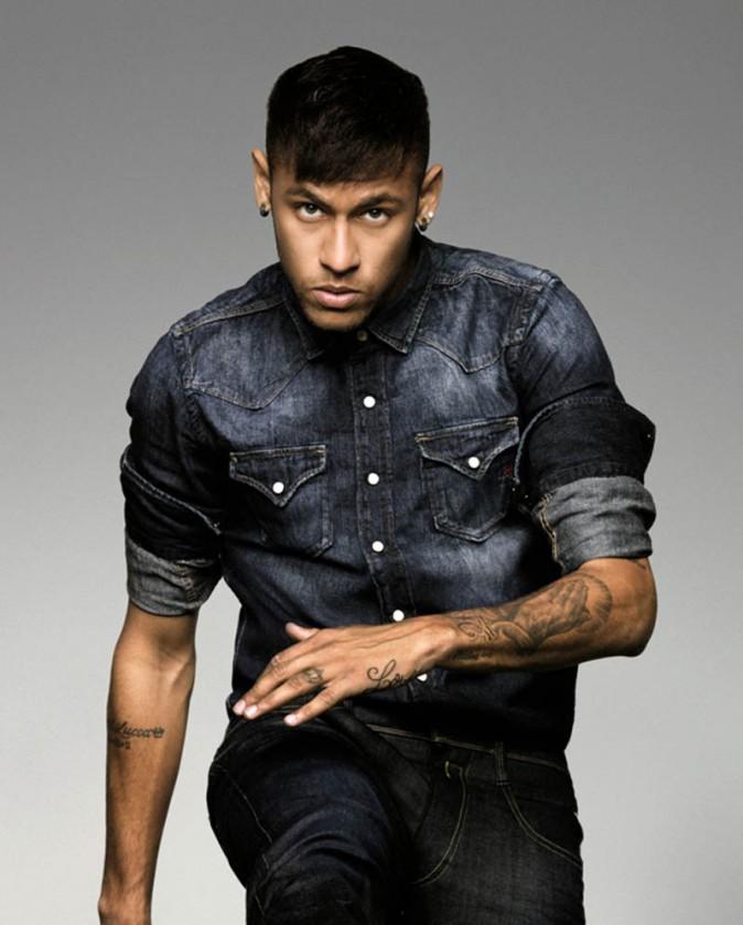 Photos : Neymar Jr : le footballeur devient égérie Replay !