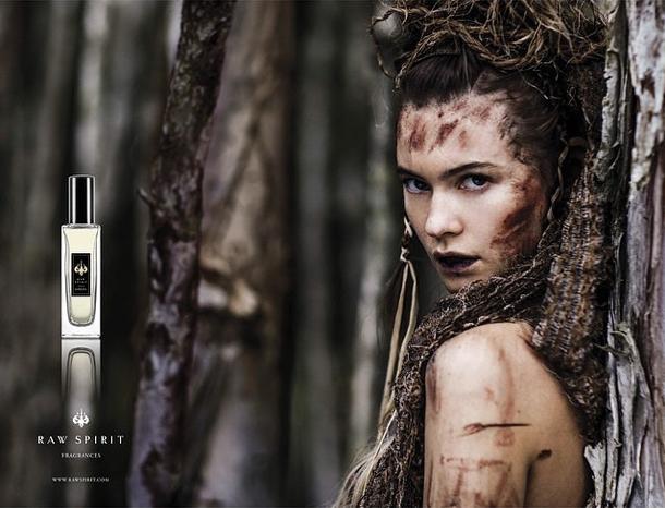 Nouveaux clichés de la sauavge Behati Prinsloo pour la fragrance de Raw Spirits !