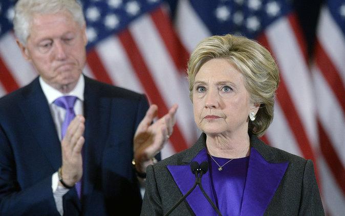 Photos : Pourquoi Hillary Clinton a-t-elle porté du violet pour son dernier discours ?