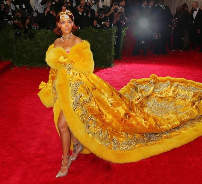 Rihanna en tenue signée In Guo Pei Couture