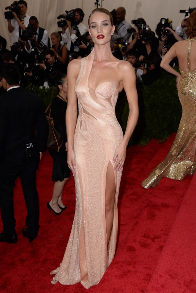 Rosie Huntington-Whiteley en Versace