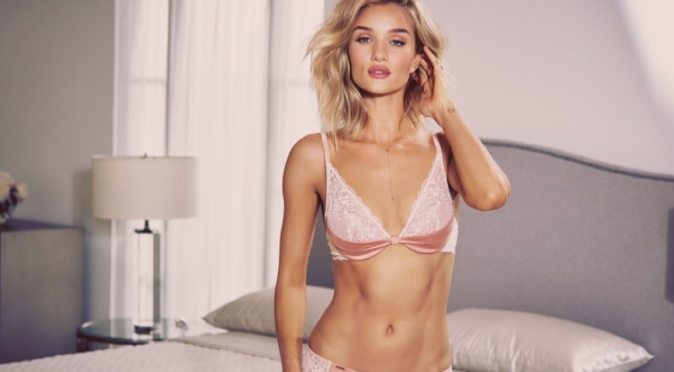 Photos : Rosie Huntington-Whiteley : au top de sa sensualité pour sa collection de lingerie !