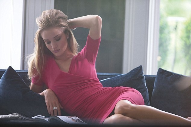 Rosie Huntington-Whiteley pour Marks & Spencer.