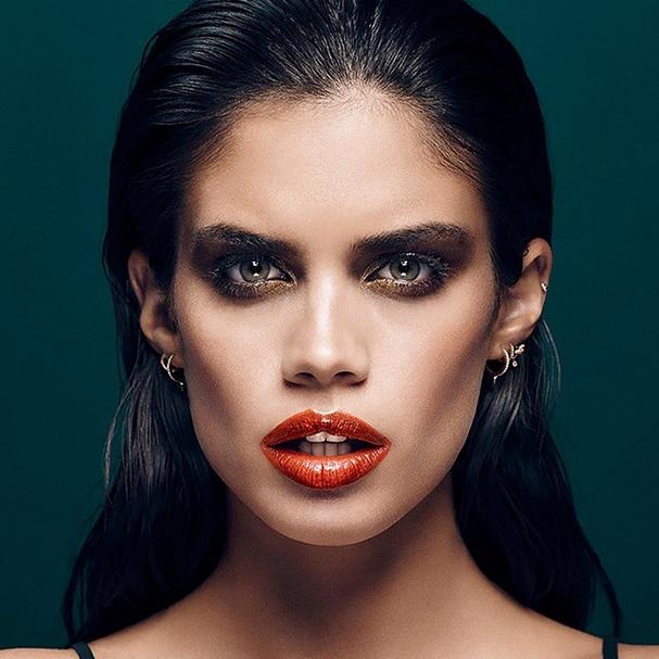Photos : Sara Sampaio, à l'apogée de sa glamour attitude pour Stella Magazine !