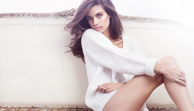 Photos : Sara Sampaio : hot et sexy pour sa collab' Sunaj !